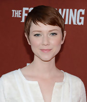 Valorie Curry's chopped pixie complemented her delicate features perfectly!