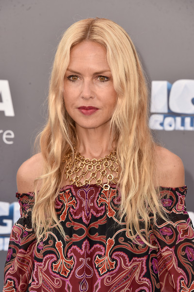 For her bling, Rachel Zoe chose a statement-making gold chain necklace.
