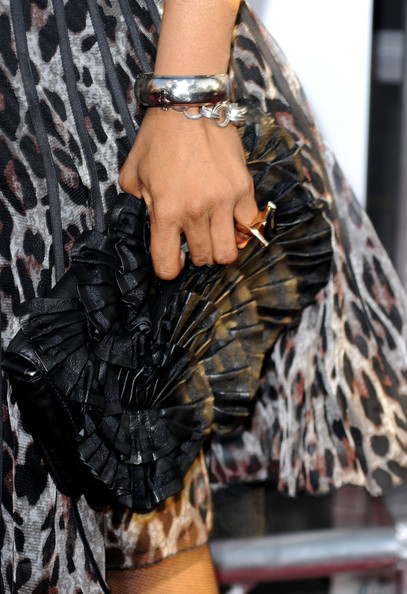 Singer Macy gray hit the the 'Killer' premiere donning a ruched leather clutch.