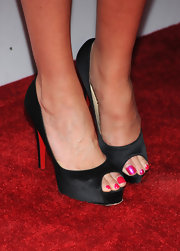 Bridget showed off her satin peep toe pumps while walking the red carpet.