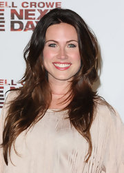 Vail Bloom showed off her long brunette tresses while attending the screening of 'The next Three Days'.