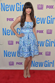 Hannah Simone looked ready for a day in the sun with this blue, teal, and white frock.