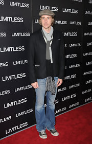 Dax Shepard accessorized with a fringed knit scarf at the screening of 'Limitless.'