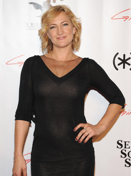 More Pics of Zoe Bell Short Wavy Cut (1 of 4) - Short Wavy Cut Lookbook - StyleBistro