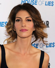 Dawn Olivieri wore a shiny vibrant mauve lipstick at screening of 'House of Lies.'