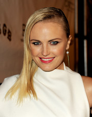 Malin Akerman went for an ultra-modern look with this stark side sweep when she attended the 'CBGB' premiere.