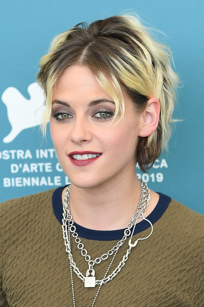 Kristen Stewart finished off her makeup with a sweep of red lipstick.