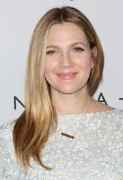 Drew Barrymore kept it simple and classic with this sleek center-parted 'do at the Baby2Baby Gala.