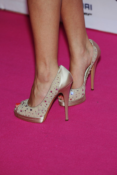 Celeb Shoeplay, Heelpopping, Dangling - Non Celeb - Candid ...