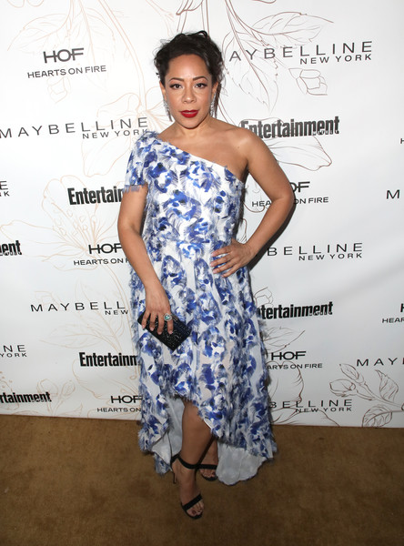 Selenis Leyva Box Clutch [clothing,shoulder,dress,cocktail dress,hairstyle,fashion model,fashion,joint,fashion design,electric blue,nominees,selenis leyva,screen actors guild awards,california,los angeles,chateau marmont,new york,entertainment weekly hosts celebration,maybelline,nominees celebration]