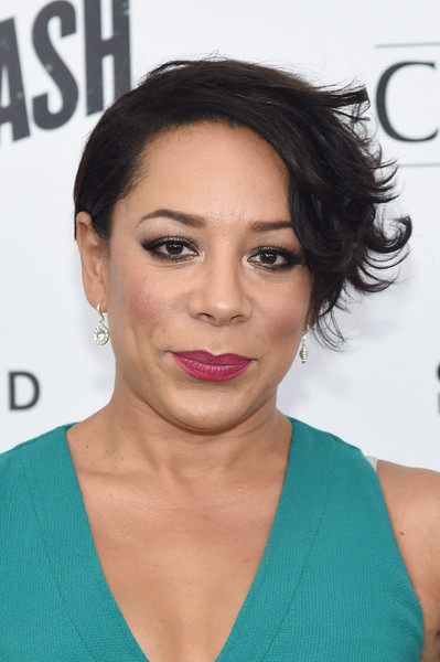 Selenis Leyva Layered Razor Cut [ricki and the flash,hair,face,hairstyle,eyebrow,lip,chin,black hair,forehead,cheek,shoulder,flash,selenis leyva,premier,inside arrivals,new york,amc lincoln square theater]