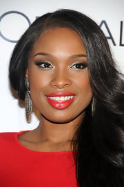 Jennifer Hudson batted her super glam lashes at the 'Self Magazine' 2011 Women Doing Good Awards. Her look involved lining upper and lower lash lines and applying a rich, shimmering brown shadow across lids and blending it up into the crease. A highlight shadow was also added at the inner corners of her eyes. Lengthy lashes completed the look.