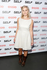 Clare Bowen looked simple and chic with a sleeveless, white A-line dress.