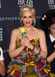 Gwen Stefani rocked square midnight blue nails with a colorful dress.