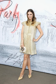 Amber Le Bon completed her ensemble with a round clutch by Chanel.