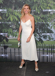 Sienna Miller styled her outfit with chunky-heeled T-strap pumps.
