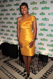 Robin Roberts showed off her awesome figure while attending a Benefit  gala in New York City.