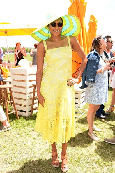 Alicia Quarles finished off her breezy look with a pair of nude platform sandals.