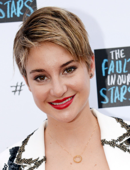 Shailene Woodley Layered Razor Cut [the fault in our stars,hair,face,hairstyle,lip,eyebrow,blond,chin,beauty,skin,forehead,shailene woodley,ansel elgort,john green,red carpet,nashville,nashville war memorial auditorium,tennessee,the fault in our stars fan event,fan event]
