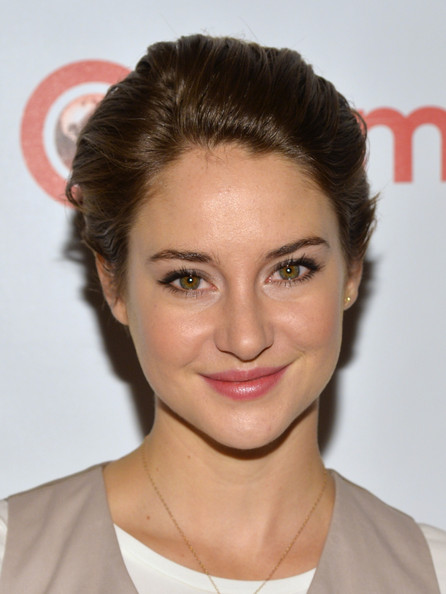 Shailene Woodley Short Straight Cut [hair,face,hairstyle,eyebrow,chin,lip,forehead,skin,beauty,brown hair,shailene woodley,caesars palace,las vegas,nevada,the colosseum,cinemacon,20th century fox,20th century fox special presentation highlighting its future release schedule,convention]
