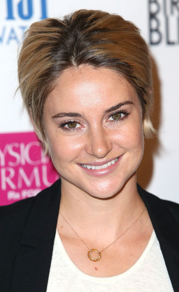 Shailene Woodley Short Straight Cut [white bird in a blizzard,hair,face,hairstyle,eyebrow,forehead,chin,blond,lip,hair coloring,nose,arrivals,shailene woodley,arclight hollywood,california,magnolia pictures,premiere]