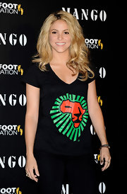 Shakira let her bleached blonde hair down and sported soft waves with visible rich brown roots.