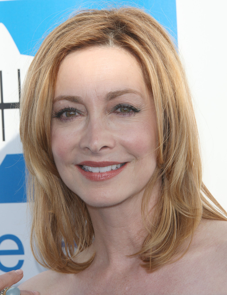 Sharon Lawrence Medium Layered Cut Medium Layered Cut