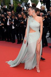 Adele Exarchopoulos completed her look with silver slim-strap heels by Jimmy Choo.