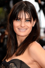 Isabeli Fontana hovered between edgy and cute wearing this straight hairstyle with wispy bangs at the 'Sicario' premiere in Cannes.