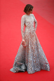 Nieves Alvarez looked phenomenal in a heavily embellished ombre gown by Elie Saab Couture at the 'Sicario' premiere in Cannes.