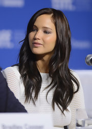 Jennifer added a wave to her newly darkened tresses.