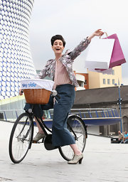 Model Erin O'Connor, on her bicycle at the Sky Ride Birmingham Photocall, wearing a pair of blue gray wide-leg capri pants, looked ready to ride.
