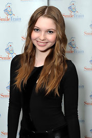 Sammi Hanratty left her long hair in casual tousled waves for the Smile Train Premiere Circle Dinner.