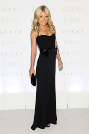 Kelly Ripa touted her tiny body in this strapless black dress at the Sloan-Kettering Spring Ball.