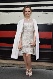Kristina Bazan added more elegance to her look with a white wool coat.