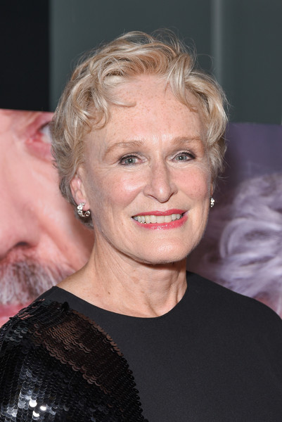 Glenn Close sported a short wavy hairstyle at the premiere of 'The Wife.'