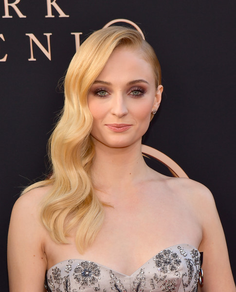 Sophie Turner Side Sweep [hair,face,blond,hairstyle,shoulder,eyebrow,beauty,long hair,chin,lip,arrivals,sophie turner,dark phoenix,california,hollywood,tcl chinese theatre,20th century fox,premiere,premiere,sophie turner,dark phoenix,71st primetime emmy awards,image,hbo,photograph,x-men,joe jonas]