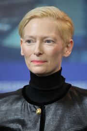 Tilda Swinton attended the Berlinale press conference for 'The Souvenir' wearing a casual short 'do.
