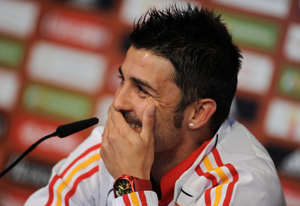 David Villa keeps the time with this red polyurethane watch.