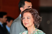 Queen Sofia accessorized with these delicate gold dangle earrings.