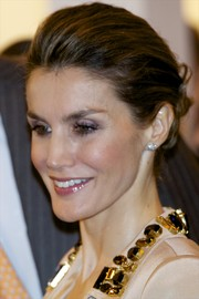 Princess Letizia pulled her locks back into a twisted bun with a teased crown for the ARCO Contemporary Art Fair.