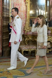 Princess Letizia attended an audience for the National Armed Forces Day carrying an oversize nude envelope clutch.