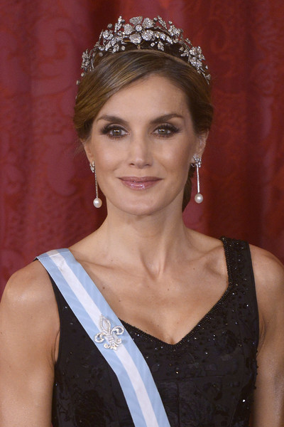 Queen Letizia of Spain added more glitter with a diamond fleur-de-lys brooch pinned to her Order of Carlos III sash.