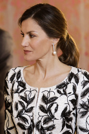 Queen Letizia of Spain wore her hair in an elegant ponytail at the official lunch for the Crown Prince of Saudi Arabia.