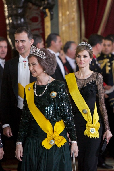 More Pics of Queen Sofia Bob (1 of 17) - Queen Sofia Lookbook - StyleBistro [event,yellow,formal wear,dance,suit,tradition,monarchy,performance,felipe of spain,letizia of spain,royals,sofia of spain,enrique pena nieto,dinner,c,honour,spanish,l]