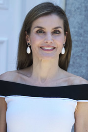 Queen Letizia of Spain wore her hair down in a simple straight style while receiving the President of Peru at the Zarzuela Palace.