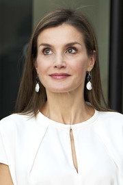 Queen Letizia of Spain opted for a loose straight hairstyle when she visited the 016 Telefonic Hotline Central.