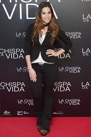 Leire Martinez posed for a photo at 'The Spark of Life' premiere wearing tight jeans, a tank and a blazer.