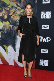 Jenna Elfman kept it simple yet stylish in a black tunic dress by Rachel Comey at the special screening of 'The Walking Dead' season 10.