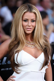 Aubrey O'Day stepped out to the 'G.I. Joe' premiere with long center part locks.